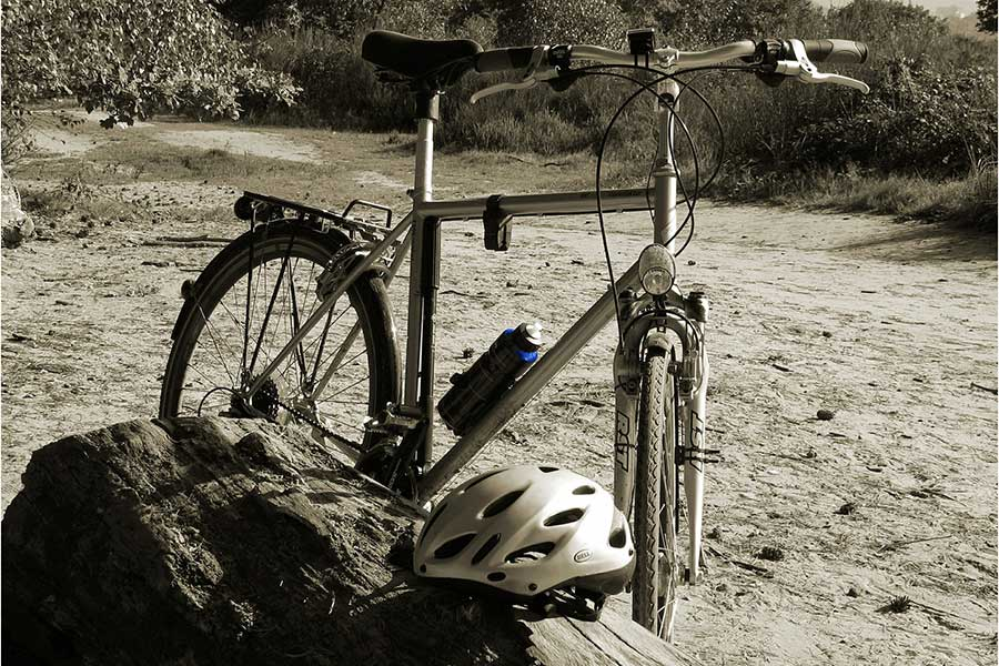 Fahrradausruestung Fahrradhelm